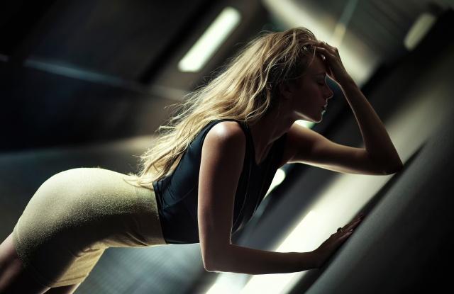 дівчина, блондинка, позує, коридор, макро, фото, тема, красива, фігурка