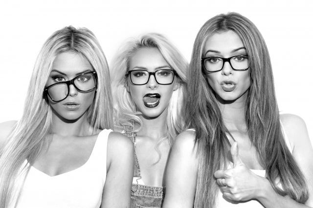dívky, situace, pozitivní, trio, černé a bílé pozadí