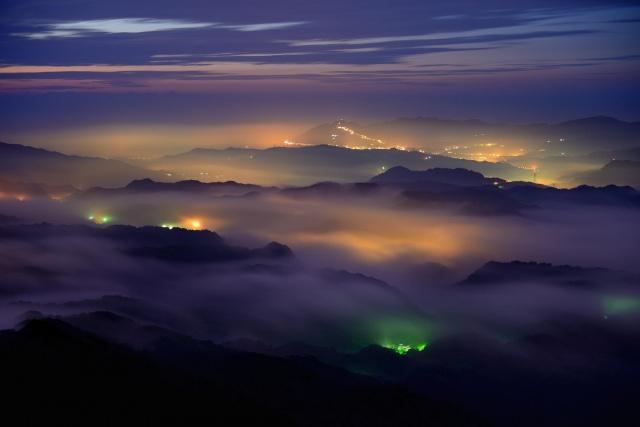 město, večer, hory, mlha, krásně, nebe, západ slunce