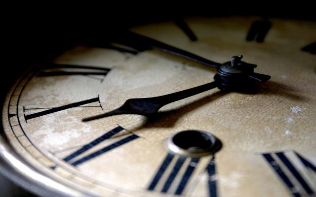 hodinky, šipky, кракелюры