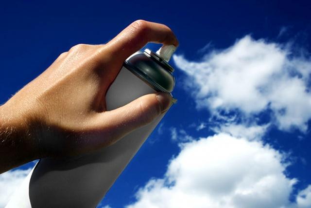 рука, спрей, облака