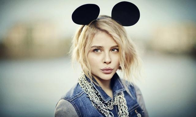 Chloe Grace Moretz, chloe grace moretz, girl, actress, posing, macro, photo, theme, Mickey mouse