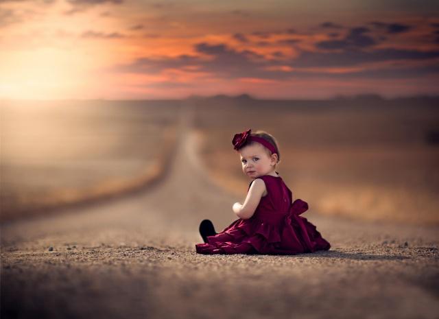 дівчинка, дорога, сукню