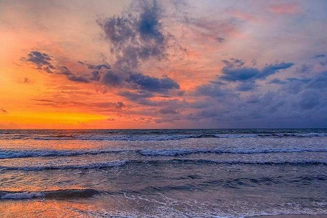море, закат, облака .