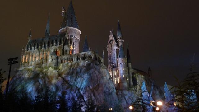 Хогвартс, замок, ніч, вогні, освітлення, скелі, башта, краса