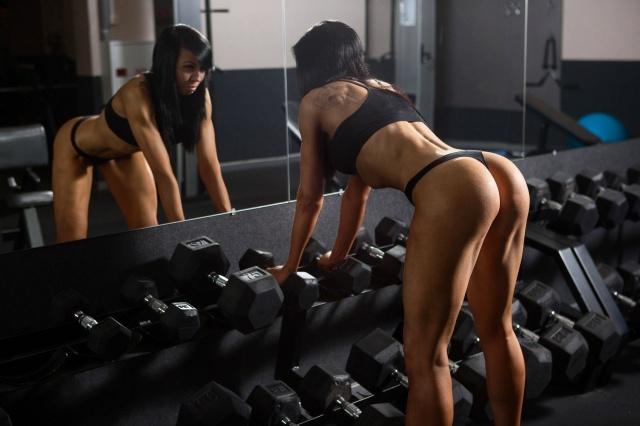 Две телки в спортзале #15