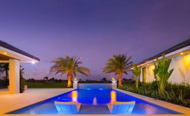 дім та затишок, басейн, пальми