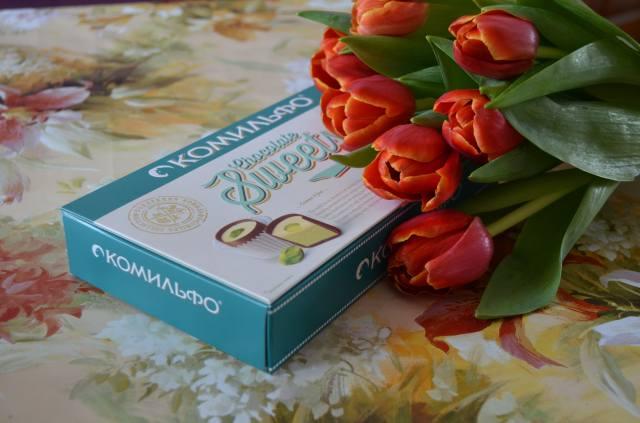 svátek, box, cukroví, květiny, tulipány, dárek na uvítanou
