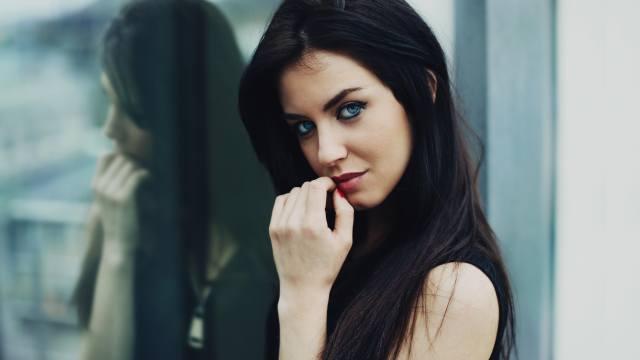 Аурела Скандай, девушка, лицо, руки