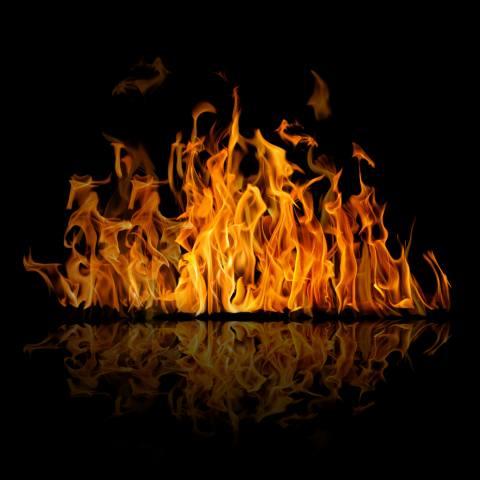 вогонь, темний фон