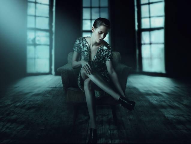 girl, actress, pose, sitting, the film, personal shopper, Kristen Stewart, bathroom, legs