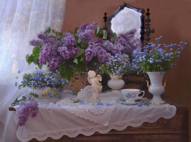 Валентина Колова, komoda, zrcadlo, ubrousky, vázy, větvičky, lilac, květiny, forget-me