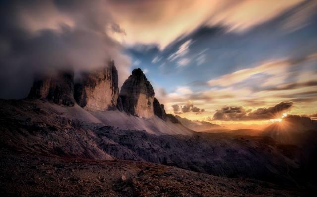 пейзаж закат г, оры Альпы летние облака, солнечные лучи небо Италия