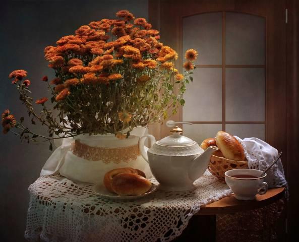 zátiší, stolek, ubrousek, kávovar, šálek, talíř, košík, pečivo, пироги