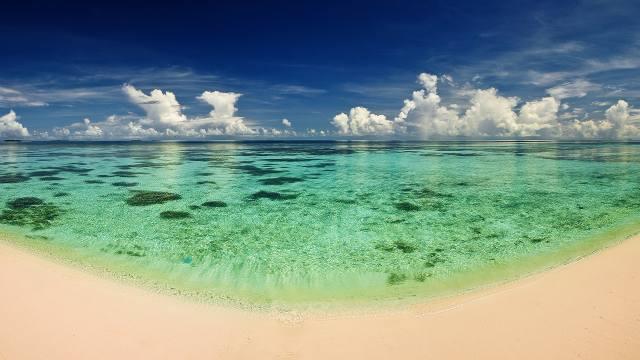 the ocean, clouds