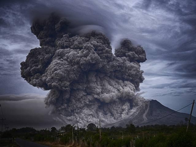 the volcano, eruption, smoke, ash, mountains, element, dangerous