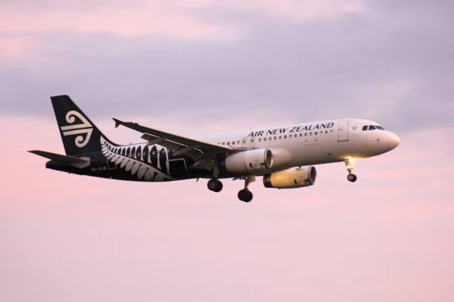 the sky, the plane, landing