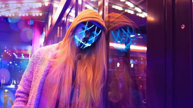 Anonymní, LED, maska, dívka