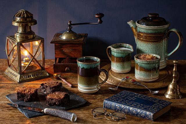натюрморт, свечи, чайник, кофе, нож, доски, кружка, книга, очки