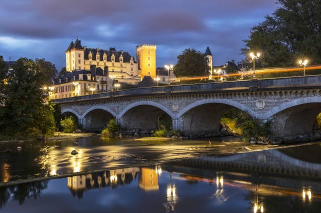 Франция, замок, мост, вечер, Castle and Bridge in Pau, Уличные фонари, город