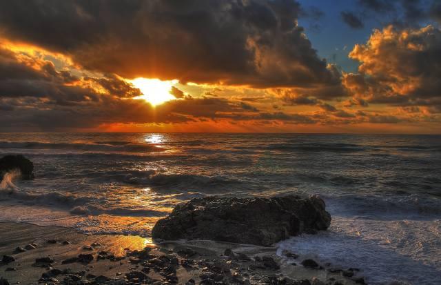 moře, kameny, břeh, horizont, mraky, mraky, paprsky slunce