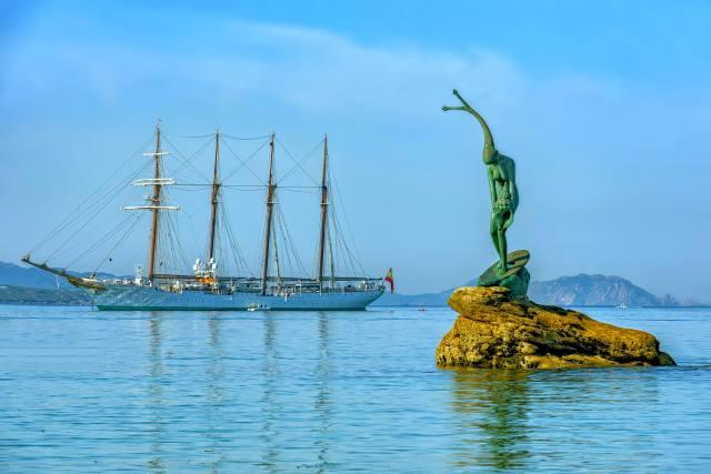 Испания, парусник, памятник
