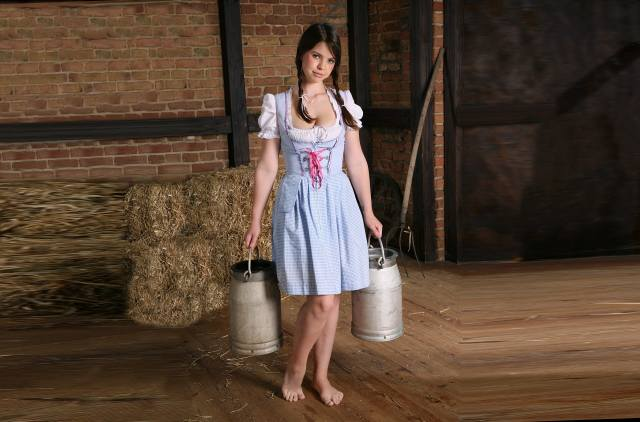 Emma Sinclaire, holka, seno, бидоны, A, v, них, mléko