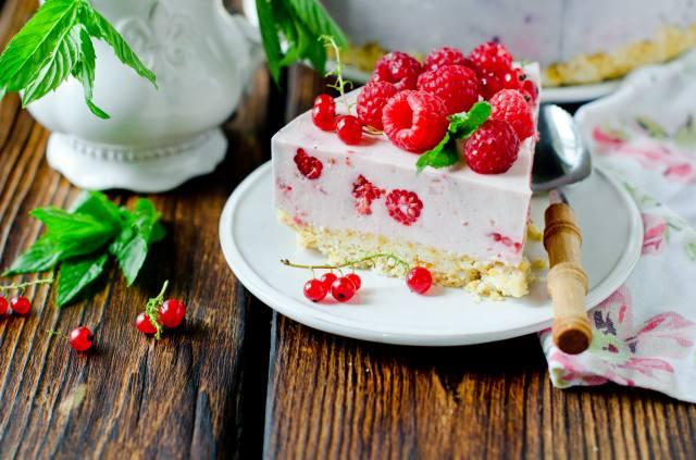 berries, raspberry, cake, cream, dessert, cheesecake