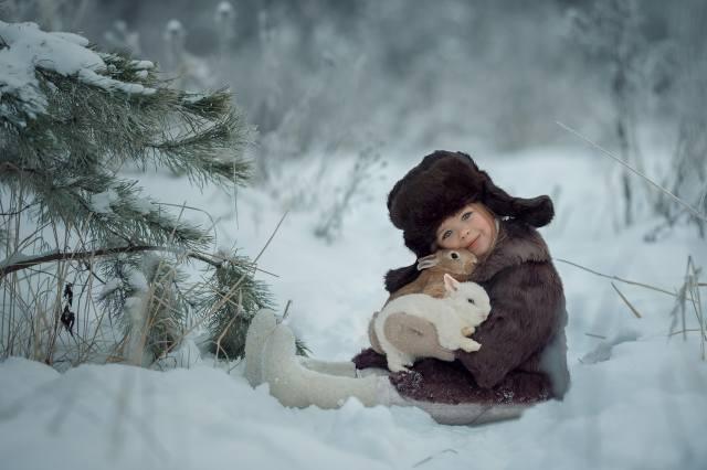 природа, зима, снег, шапка, ребёнок, девочка, животные, кролики, ушанка