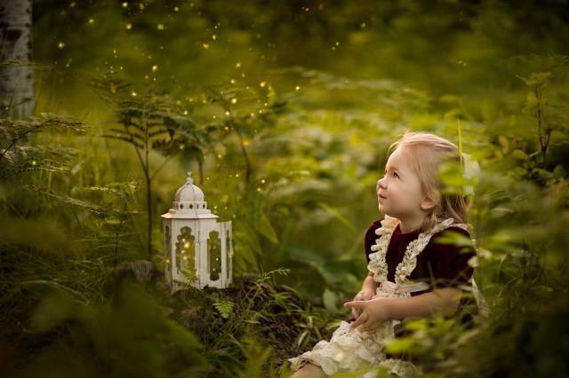 Anneli Rose, ребёнок, девочка, платье, природа, трава, зелень, фонарь