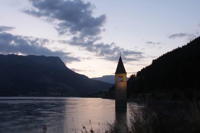 башта, річка, пагорби, сутінки