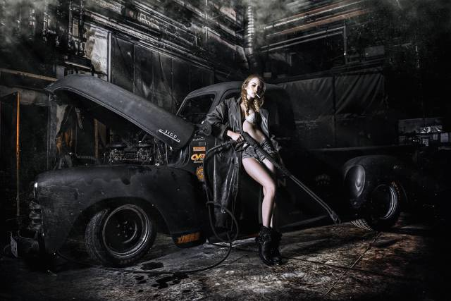 дівчина, автомийка, поза, машина, Авто, плащ, сигарета, шорти, пікап