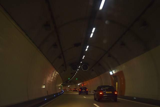 тунель, Авто, вогні