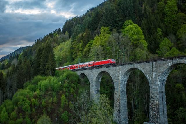 гори, ліс, міст, поїзд