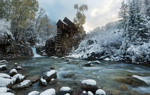 ліс, річка, сніг, Хатинка