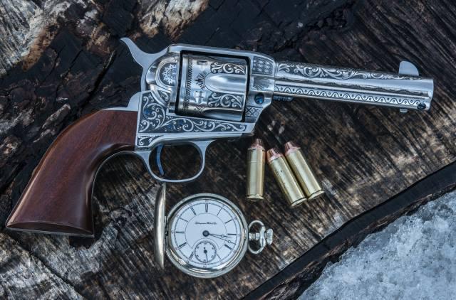 револьвер, гравірування, патрони, годинник