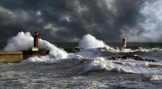 циклон, шторм, маяк, волны, пасмурно, волнорез, красиво, камни, скалы