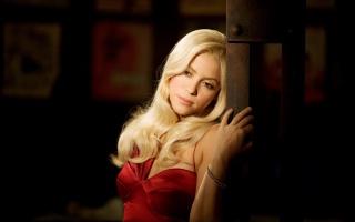 Shakira, Shakira, zpěvačka, blond, dlouhé vlasy, šaty, ramena, ruka, náramek