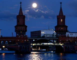 Germany, Berlin, the moon, building, the sky, the full moon, beauty