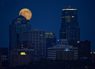 USA, Kansas City, the full moon, the sky, building, night, lights, beauty