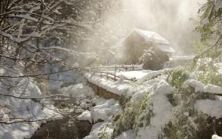 зима, лес, река, охотничий домик, снег, утро, красиво
