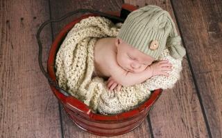 dítě, čepice, kbelík, spí