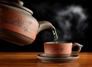 чай, зелений, пар, чашка, чайник, посуд, стіл, чорний фон