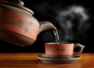 чай, зеленый, пар, чашка, чайник, посуда, стол, чёрный фон