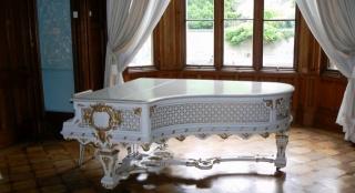 окно, комната, белый рояль