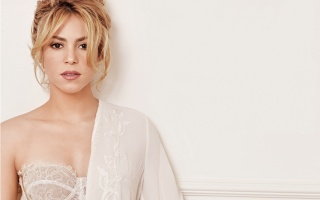 Shakira, Shakira, singer, blonde, shoulder, underwear, neck, makeup, curls