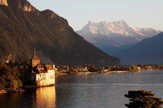 hory, vegetace, budovy, ženevské jezero