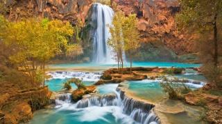 vodopád, stromy, kameny, krásná krajina