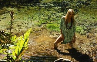 дівчина, блондинка, позує, природа, озеро, вода, красива
