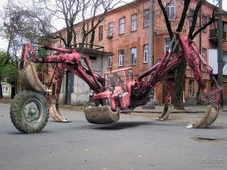 трактор-паук, дома, улица